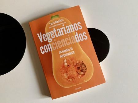 Vegetarianos concienciados, de Lucía Martínez. Un manual práctico para llevar una dieta vegetariana y saludable