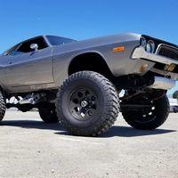 Este Dodge Challenger tiene las mismas capacidades que los famosos Monster Jam