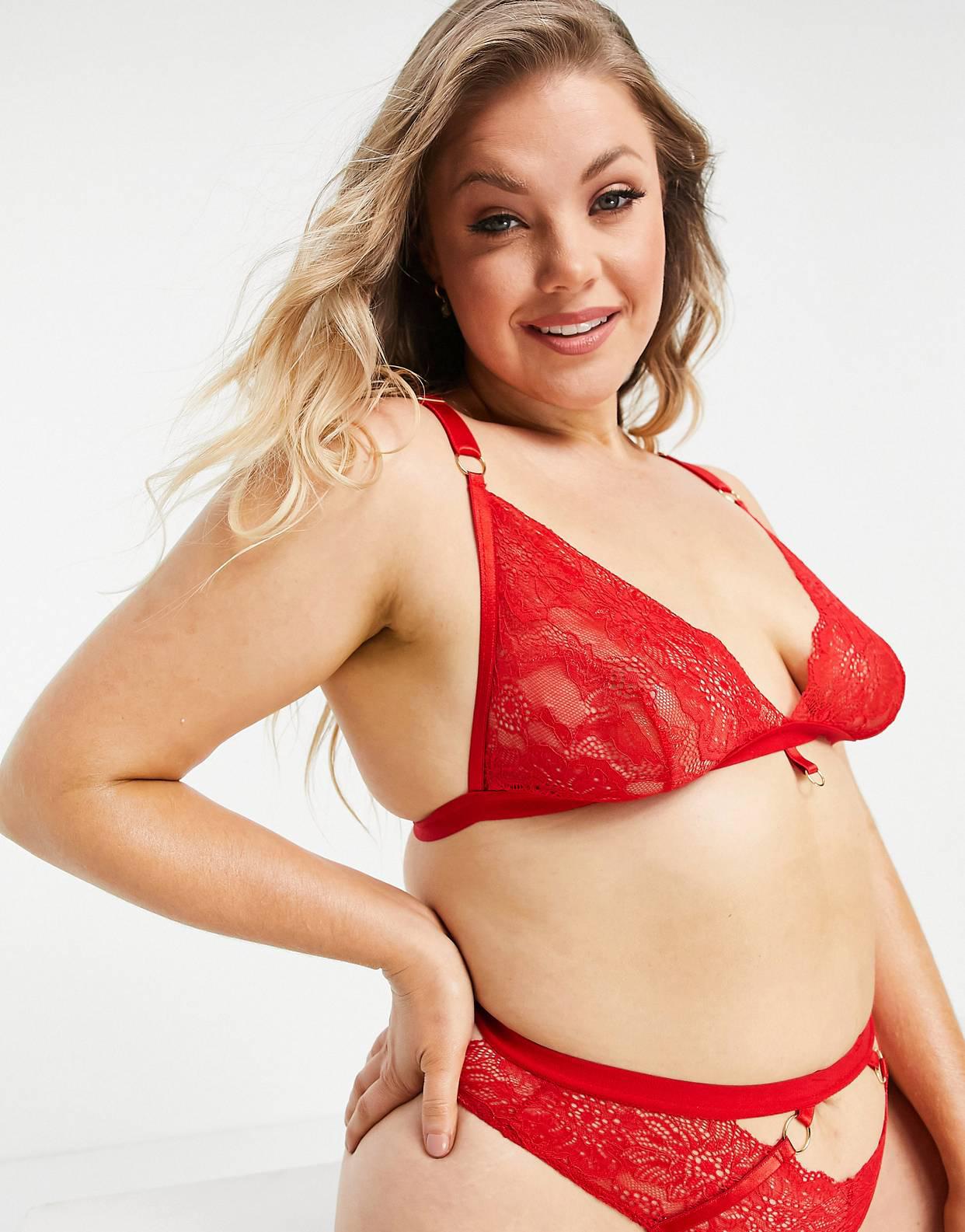 Bralette de talla grande rojo con copas triangulares, cuello halter y detalle de anilla de encaje ecológico de We Are We Wear