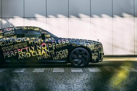 ¡Hasta Rolls-Royce se pasa al eléctrico! Este camuflado Rolls-Royce Spectre será el primer coche eléctrico de la histórica marca inglesa