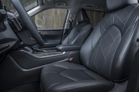 Toyota Highlander Electric Hybrid 2021 Interior 4