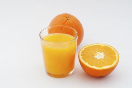 ¿En cuánto tiempo pierde la vitamina C un zumo de naranja?