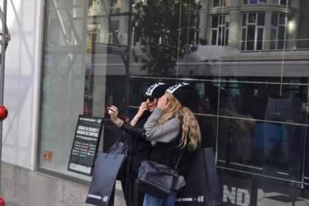 Éxito confirmado: Alexander Wang x H&M vende un 70% en solo hora y media en Gran Vía en Madrid