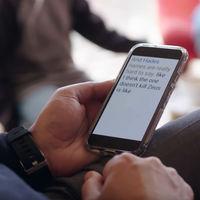 Transcripción instantánea y Amplificador de sonido, las nuevas apps de Google para personas con problemas auditivos