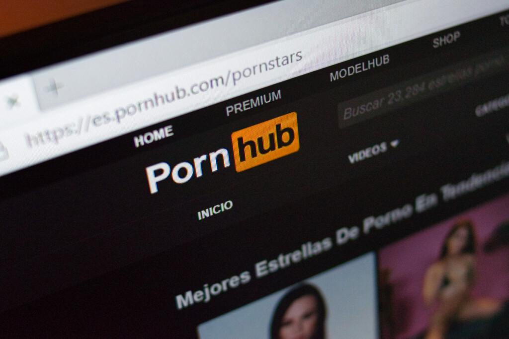 Pornhub ya no permite que todos los usuarios suban vídeos y restringe las descargas de contenido