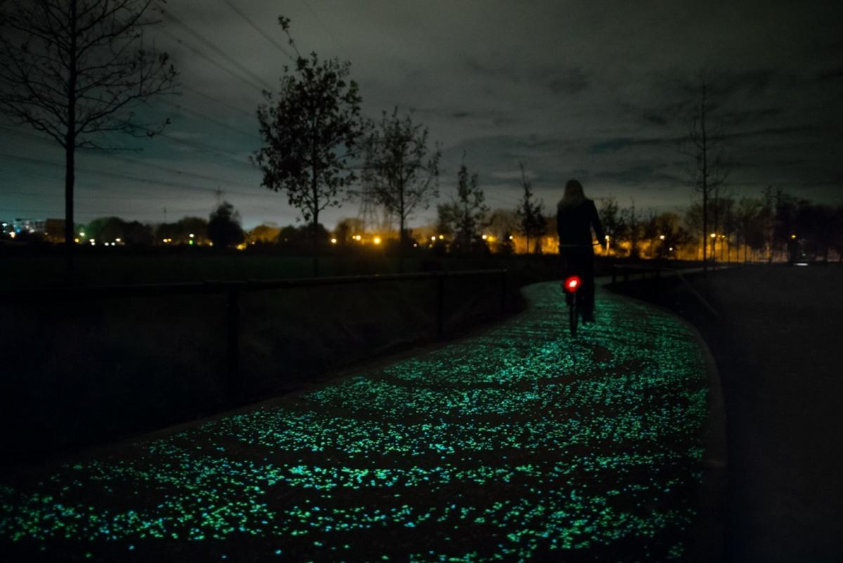 Foto de Carril bici La Noche Estrellada por Studio Roosegarde (3/9)
