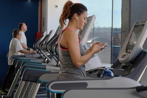 Si mi objetivo es adelgazar, ¿cuál es la máquina de cardio que más me conviene en el gimnasio?