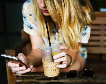 La manera de esta chica de lidiar con las fotos indeseadas en Snapchat te recordará a tu época del colegio (pero es muy efectiva)