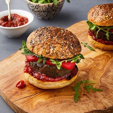 Hamburguesa vegana de berenjena y lentejas. Receta sencilla y saludable
