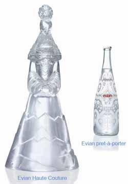 Botellas de agua Evian diseñadas por Christian Lacroix
