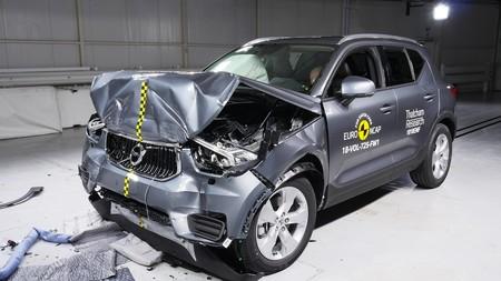 Los fabricantes de coches dan prioridad a la seguridad activa frente a la falta de mantenimiento de las carreteras
