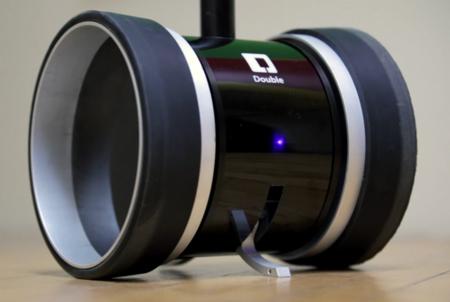 Double le pone ruedas a las videoconferencias, y un iPad como cara
