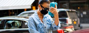 Irina Shayk combina su mascarilla con diadema, deportivas y un look infalible que además es facilísimo de copiar