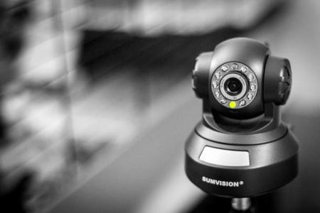 Si tienes una cámara IP, cambia la contraseña o podrías acabar emitiendo en público sin querer