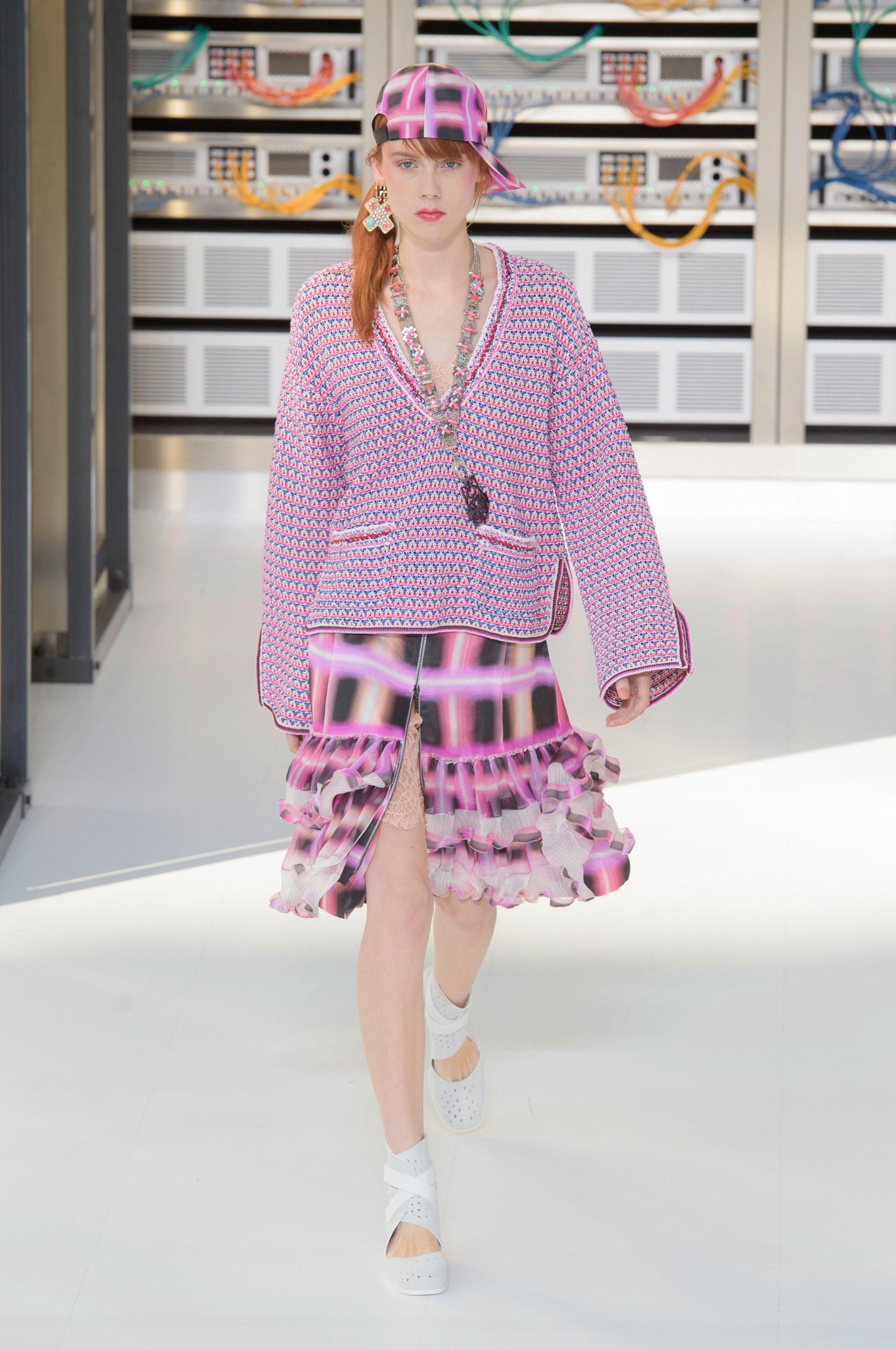 Foto de El regreso al futuro de Chanel en su colección Primavera-Verano 2017 (53/96)