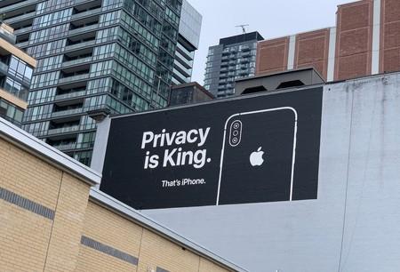 Apple vuelve a la carga con sus carteles publicitarios estratégicos sobre la privacidad