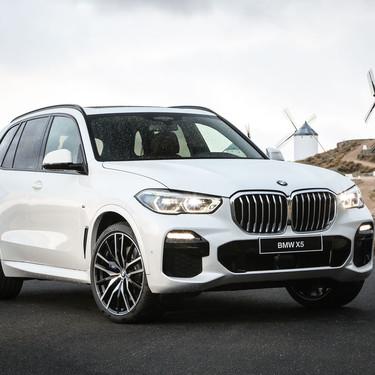 Probamos el BMW X5: un SUV dinámico y tan tecnológico que hasta calienta y enfría bebidas en su posavasos