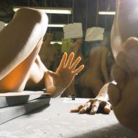 Así de surrealista es el proceso de fabricación de muñecas y juguetes sexuales