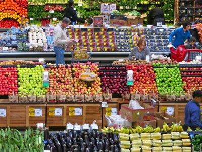 La ley francesa que obliga a los supermercados a donar la comida sobrante no vendida
