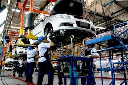 Pese a los embates de Trump, México escala lugares en la producción automotriz mundial