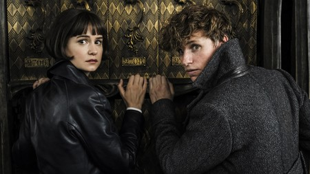 Fantastic Beasts 2 Tina Goldstein Katherine Waterston And Newt Scamander Eddie Redmayne Z227