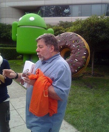 Steve Wozniak, aún prefiriendo un iPhone, admite que Android ha superado a iOS en varios aspectos