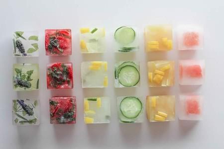 Alimentos que puedes convertir en cubos de hielo para comer después