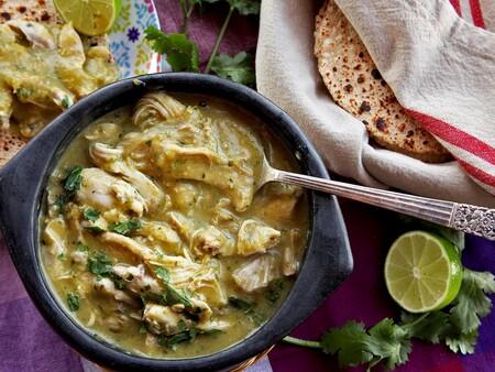 Pollo deshebrado con salsa de chile poblano. Receta fácil para cualquier día de la semana