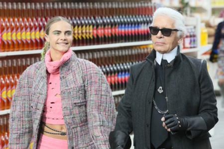Karl Lagerfeld estilo curiosidades Chanel Cara Delevingne supermercado desfile