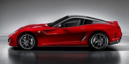 El primer ministro de Emiratos Árabes le regala al Rey dos Ferrari