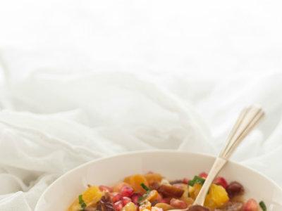 Ensalada de invierno con frutas secas, granada y naranja. Receta de postre