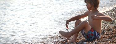 """Una madre alerta del """"síndrome del torniquete"""" en el pene por el uso de bañadores con rejilla: en qué consiste y cómo actuar"""