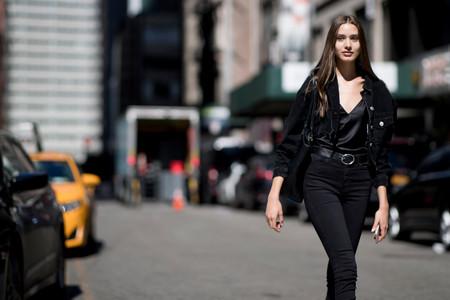 Camisa lencera: la prenda más versátil que puedes lucir desde enero hasta diciembre con looks de día y de noche