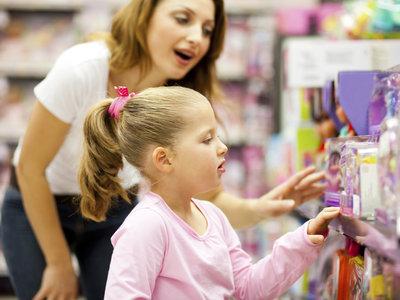 """Un precioso gesto: las familias de niños con autismo tendrán una """"hora tranquila"""" para comprar en Toys R Us"""
