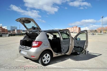 Dacia Sandero puertas abiertas