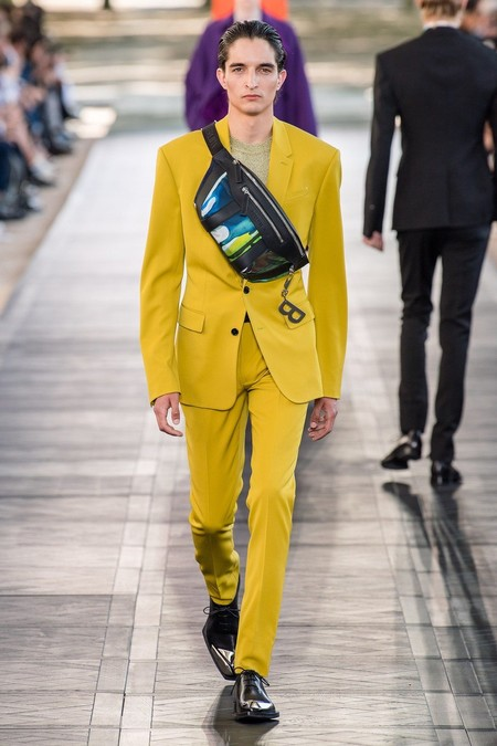 Harry Styles Yellow Suit Trend Spring Summer 2020 Trendencias Hombre 04