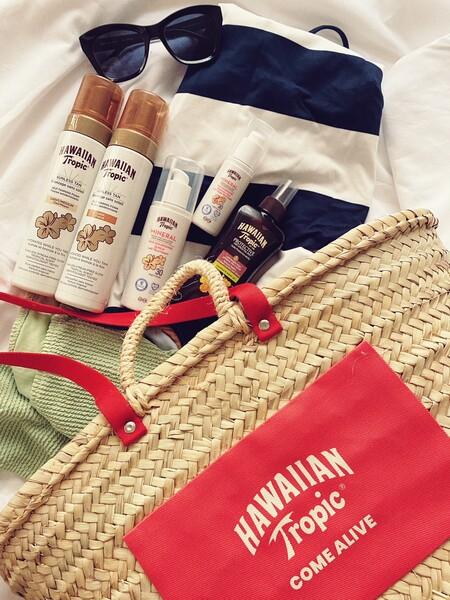 Hawaiian Tropic presenta la nueva gama de cremas con protección solar y autobronceadores que no solo cuidan la piel sino que huelen a verano