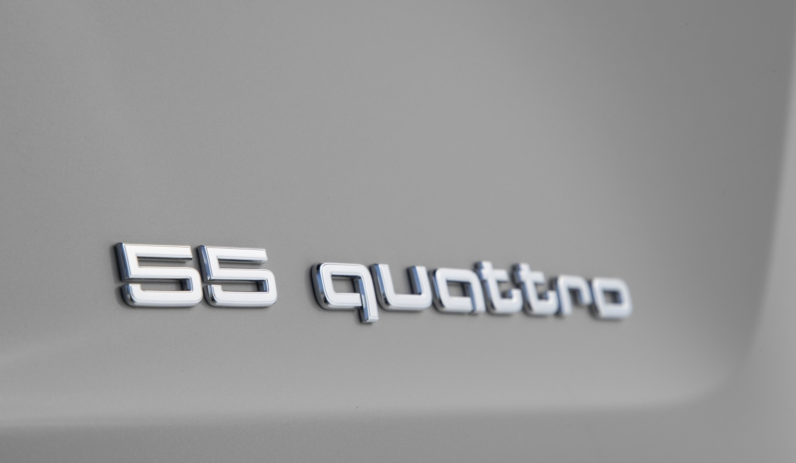 Foto de Audi e-tron (47/111)