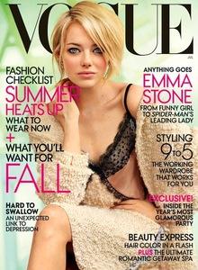 Emma Stone se pasa al rubio de nuevo en la última portada de Vogue UK