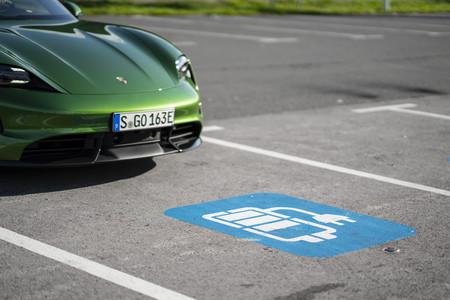 Porsche Taycan Carga