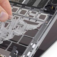 La membrana de silicona del nuevo teclado mariposa ayuda, pero no evita por completo la entrada de suciedad