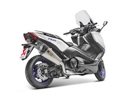 Tal para cual, Akrapovič ya tiene listos los nuevos escapes de titanio y carbono para el Yamaha TMAX