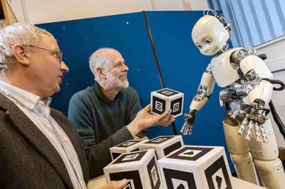 DeeChee, un robot que aprende a hablar como los bebés