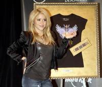 Shakira diseña camisetas para ayudar a los niños colombianos