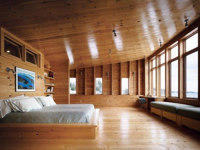 Un dormitorio de maderas