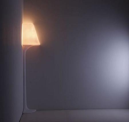 Stand 1/4, una lámpara de esquina
