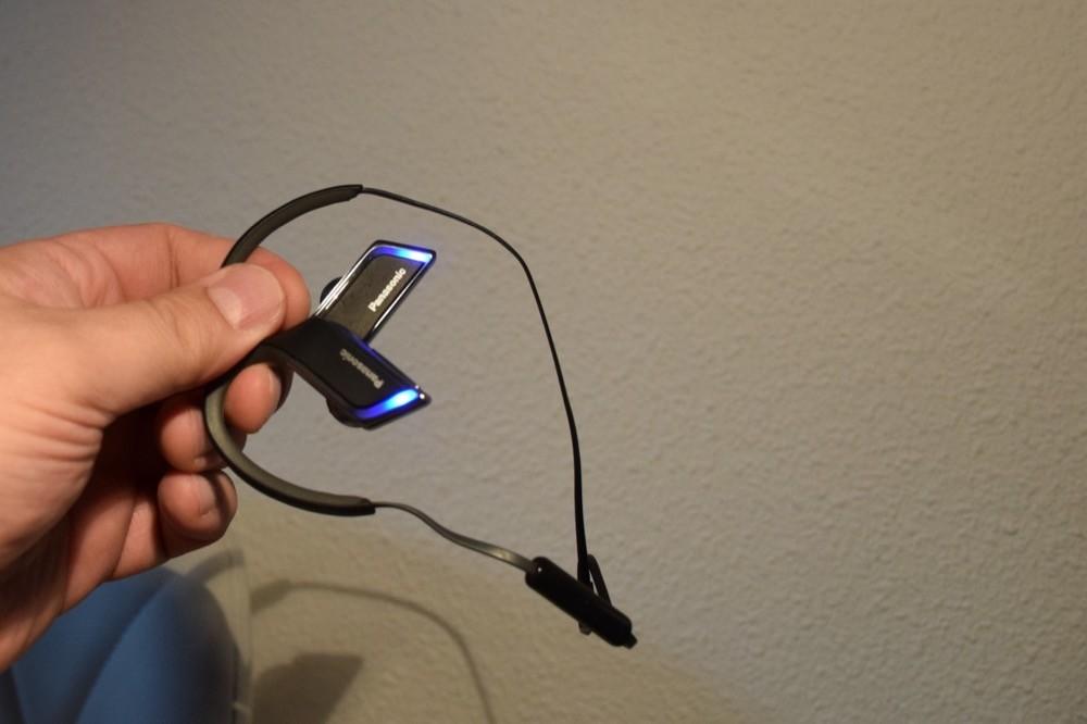 Detalle de la iluminación de los auriculares