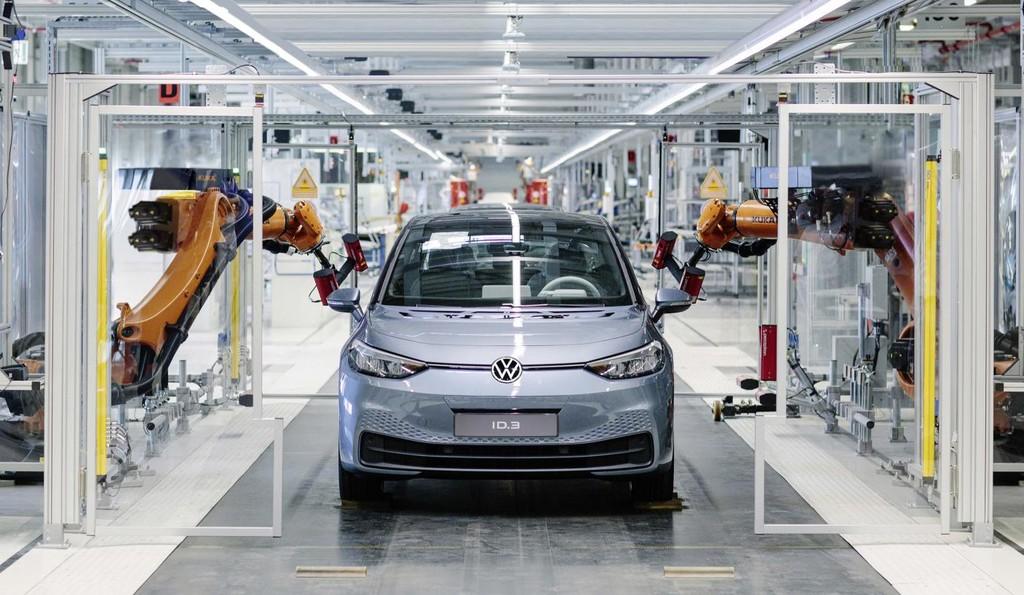 El Volkswagen ID.3, más cerca: arranca la producción en serie del coche eléctrico de los 30.000 euros