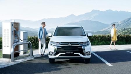 La nueva imagen del Mitsubishi Outlander PHEV llega a Japón con una pizca más de autonomía