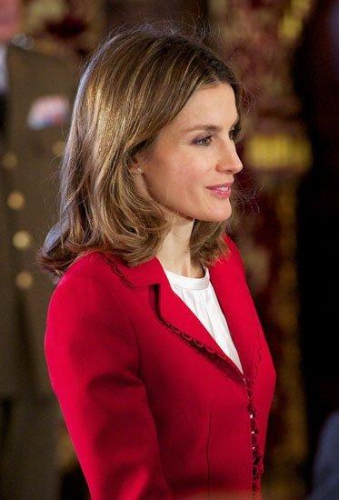 El look rojo cereza de la Princesa Letizia hoy en La Zarzuela
